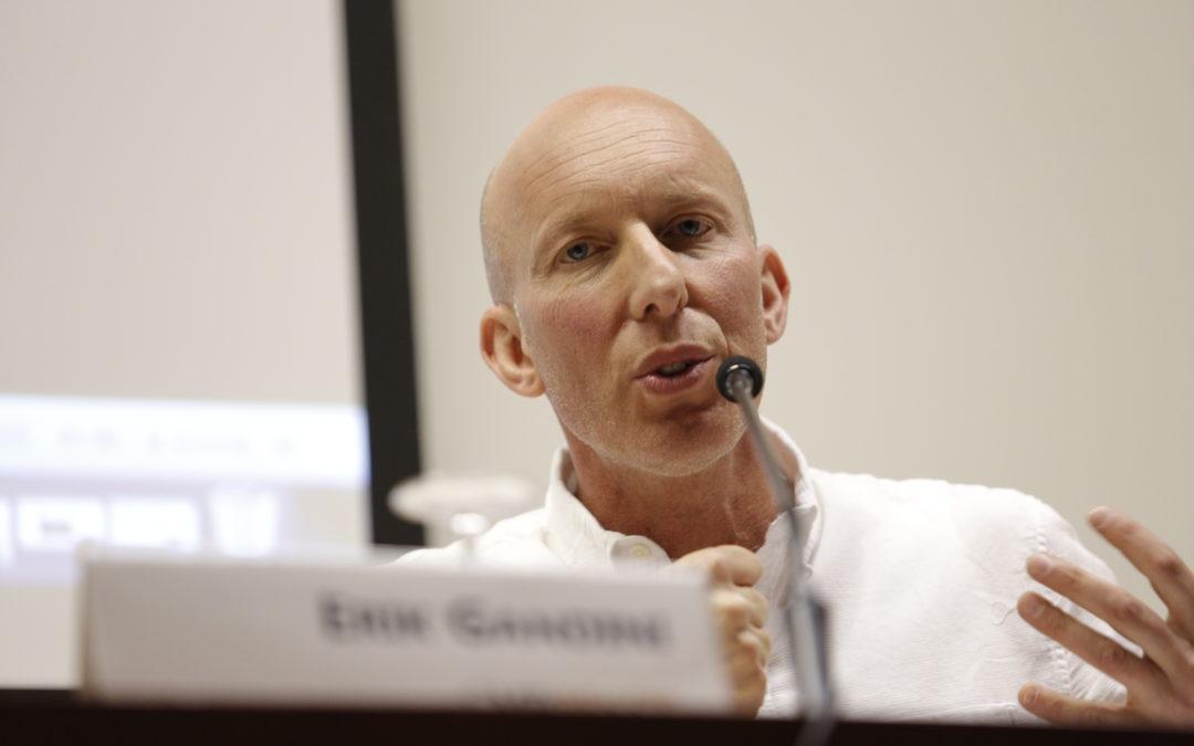 Lee más sobre el artículo Erik Gandini: «Mi primer documental lo inicié cometiendo un delito»